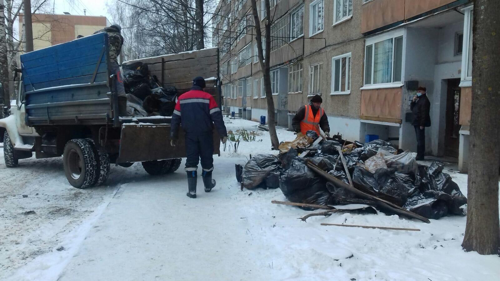 Проспект Строителей, 36. Вывоз мусора после очистки