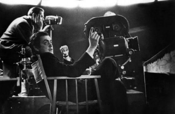 10 секунд на кино Итальянец Тонино Гуэрра прославился благодаря не только своими выдающимися сценариями, стихами и книгами, но и спором, вошедшим в историю. Друг его утверждал о невозможности