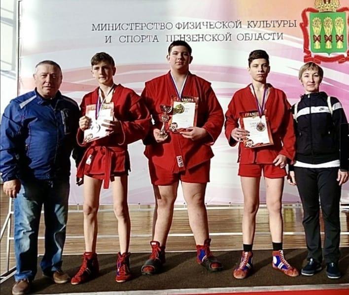 Петровские самбисты успешно выступают на межрегиональных турнирах
