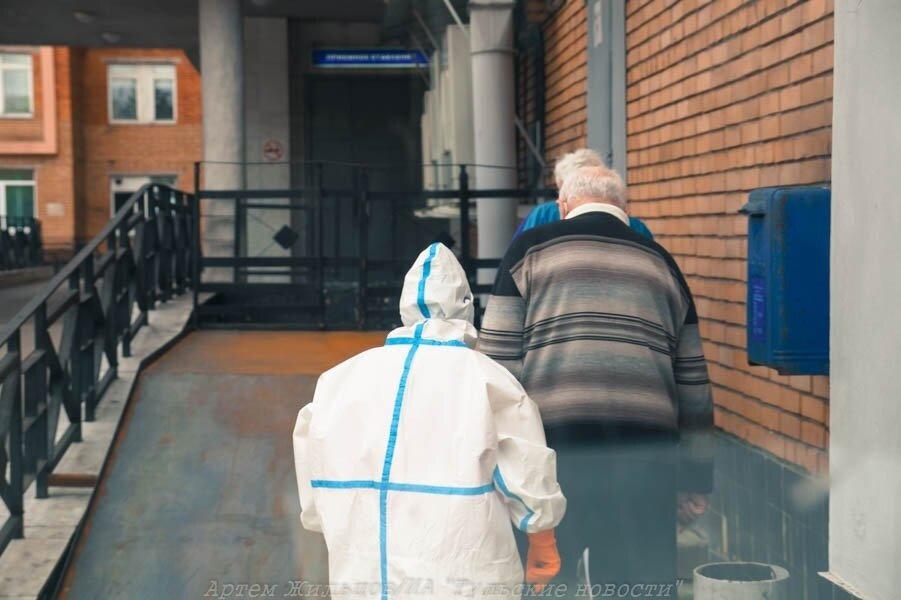 Глава Минздрава России Михаил Мурашко предложил медикам, вышедшим на пенсию, сделать прививку от коронавируса и... Тула