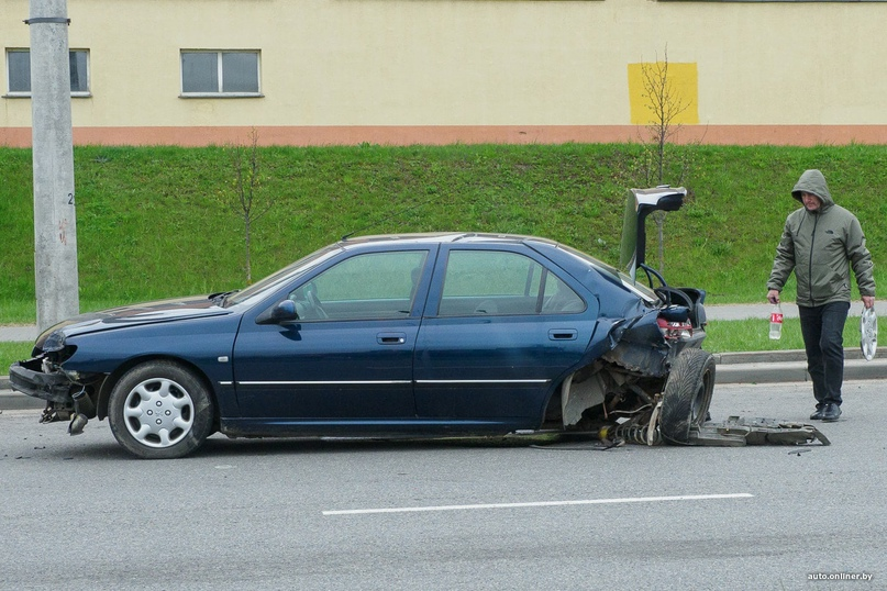 BMW удрал с места ДТП с заблокированным колесом и открывшимся капотом. Вся история