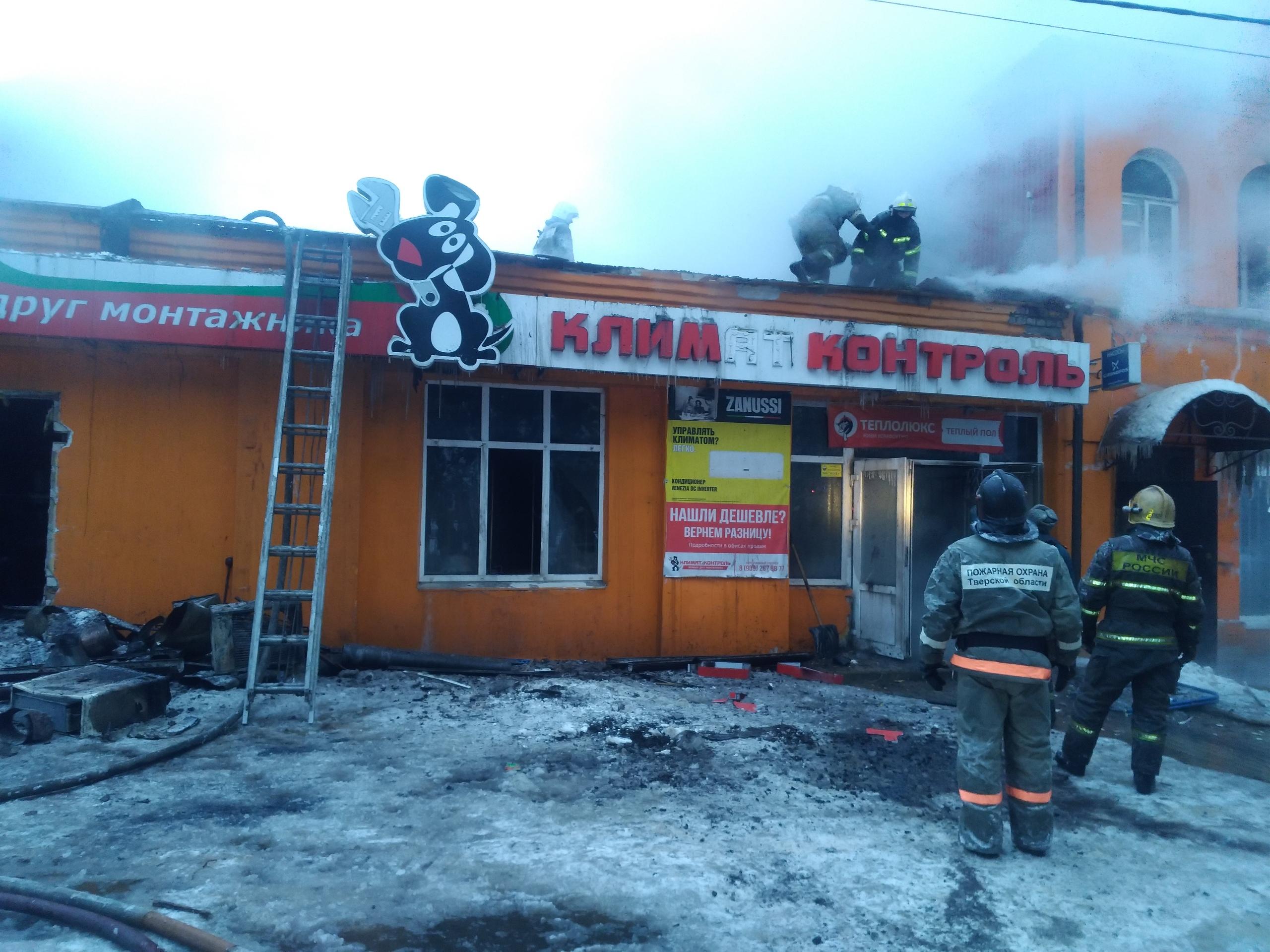 Для тушения магазина в Кимрах понадобилась помощь спасателей из других городов | Видео