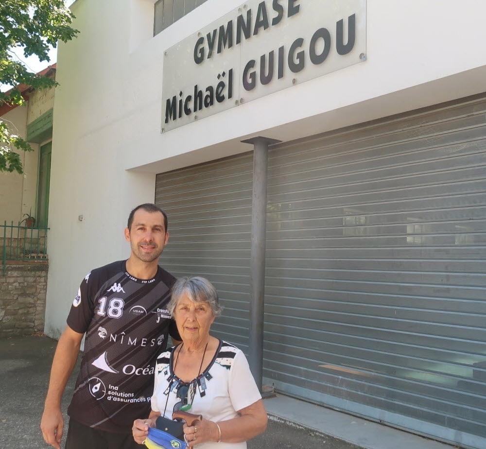 С бабушкой Коко возле зала собственного имени