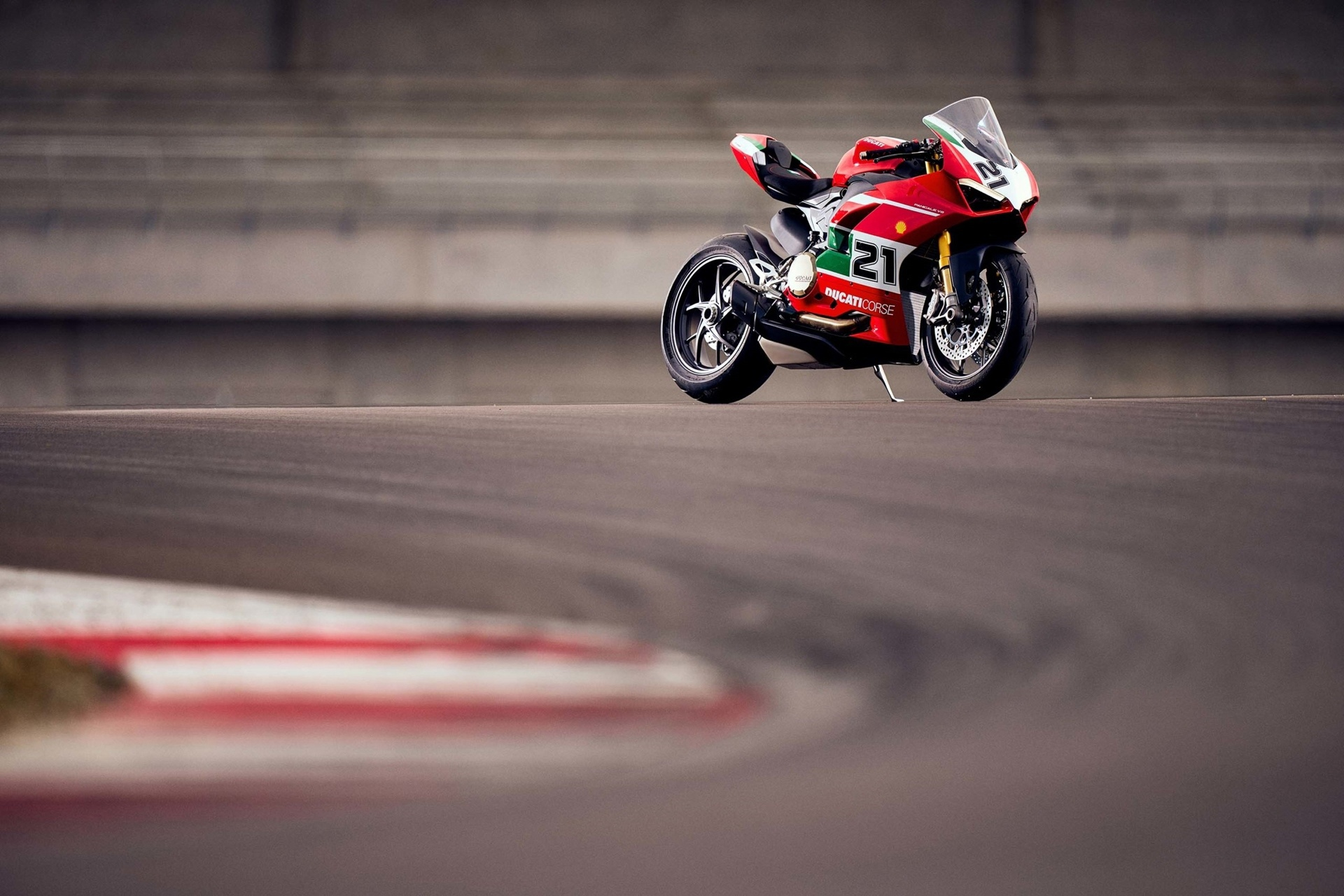 Спортбайк Ducati Panigale V2 Bayliss 1st Champion 20th Anniversary (66 фото)