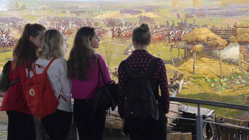 По Пушкинской карте молодые люди от 14 до 22 лет смогут за счет государства посещать культурные мероприятия по всей стране.Фото: Владимир ВЕЛЕНГУРИН