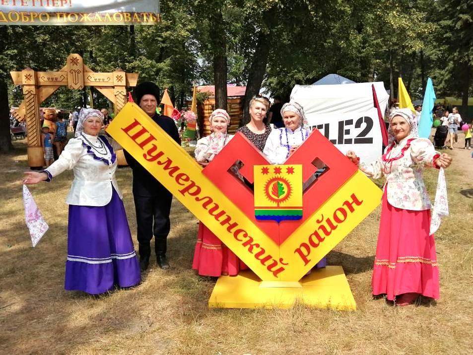 Творческие коллективы Порецкого РДК выступили на концертной площадке в День Республики в Шумерлинском районе