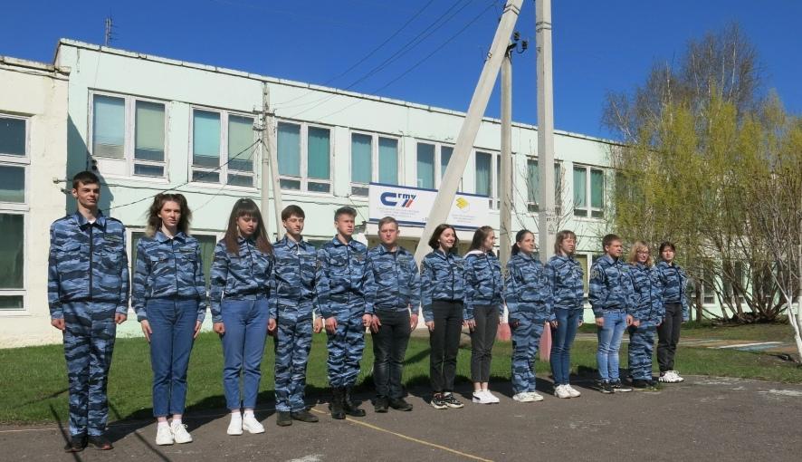 Юные друзья полиции Петровского политеха осваивают строевую подготовку