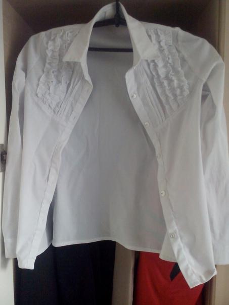 Рубашка на девочку рост 120 см. Бу . ц 200 р. Торг...