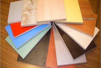 Доступные материалы и типы древесины для шкафов
