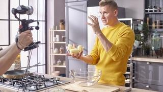 Шоу ПроСТО кухня Эксклюзив Рецепт картофельных сырников в сырной корочке смотреть онлайн