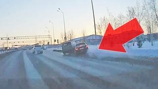 ДТП на ул. Монтажников,  после развязки Республики - Воровского. Тюмень.