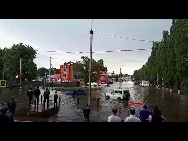 Дождь, ливень в Россоши.(Дождик в Россоши прошёл,УАЗ четвёрочку нашёл..14.05.2019.