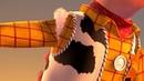 У Вуди порвалась рука. История игрушек 2 (1999) год.