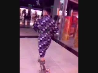 Житель Улан-Удэ прошелся в халате по торговому центру