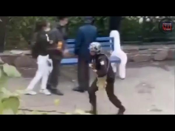 Из здания Национального банка сотрудники Росгвардии вывели мужчину в наручниках Что это было