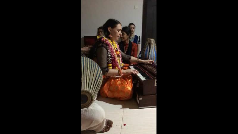 Очаровательная талантливая влюблённая в Кришну @vrinda rani dd 😇✨