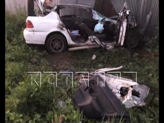 Три молодые девушки погибли, влетев в припаркованную на обочине фуру
