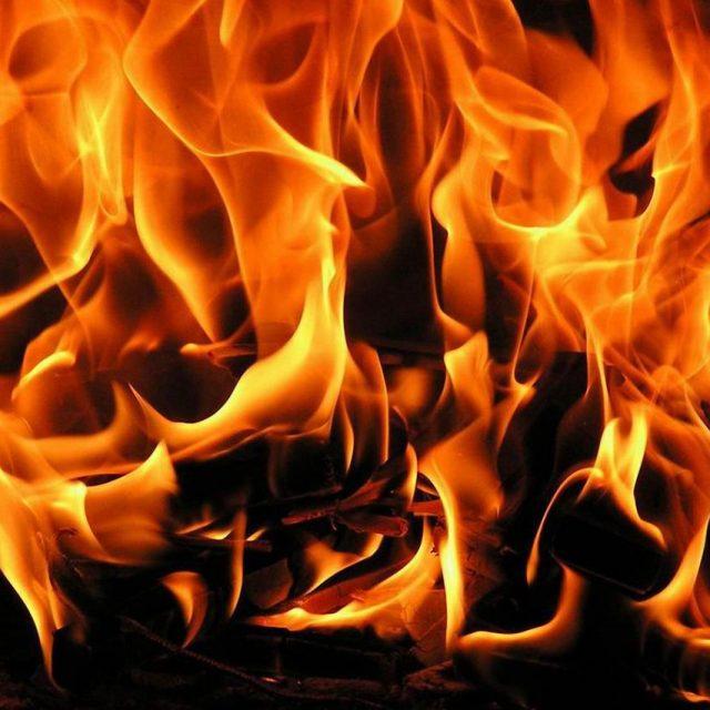 В Днепре ночью горели автомобили: видео -